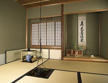 камин в японском доме